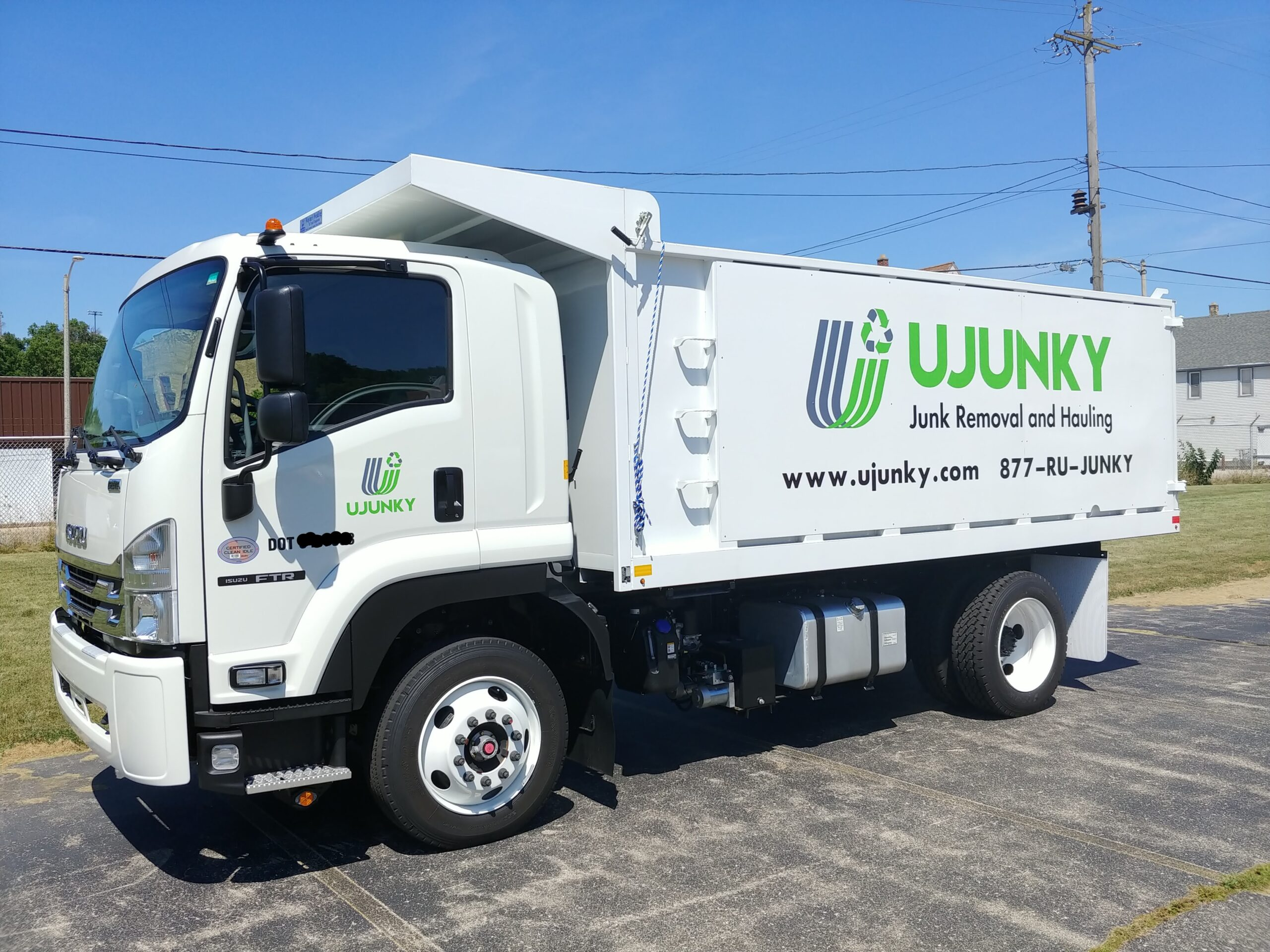 UJUNKY white junk hauling tuck with green and grey logo